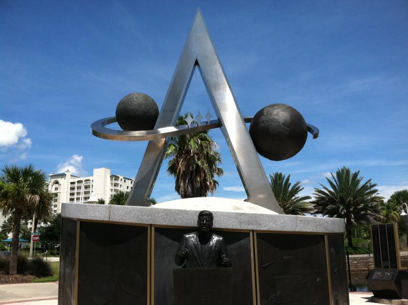 apollo spaceship on washington monument - photo #34