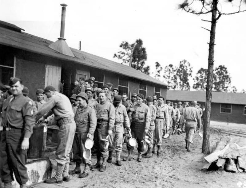 Prisoners fucks soldier - 3 3